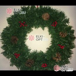 Венок новогодний  35см с  шишками и ягодками цвет зеленый